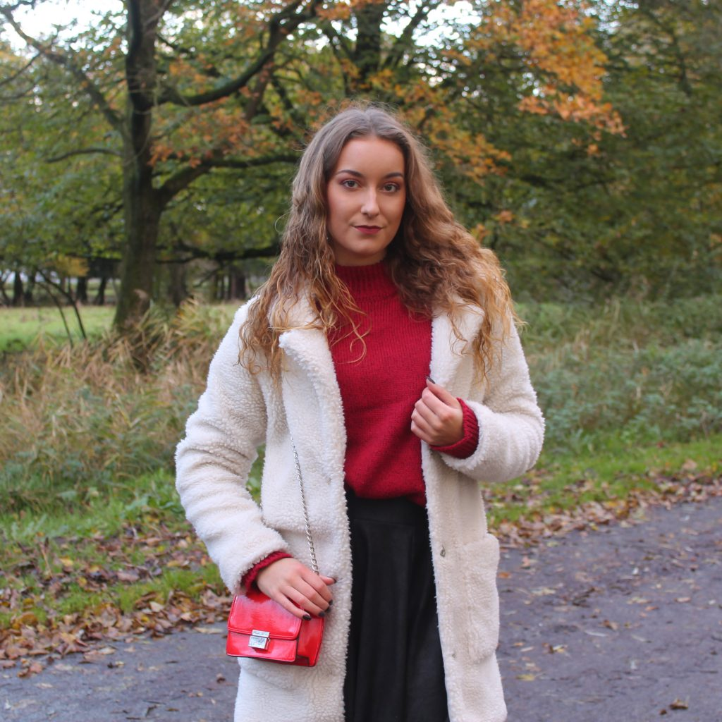Outfit | Wijnrode sweater en fluffy coat!