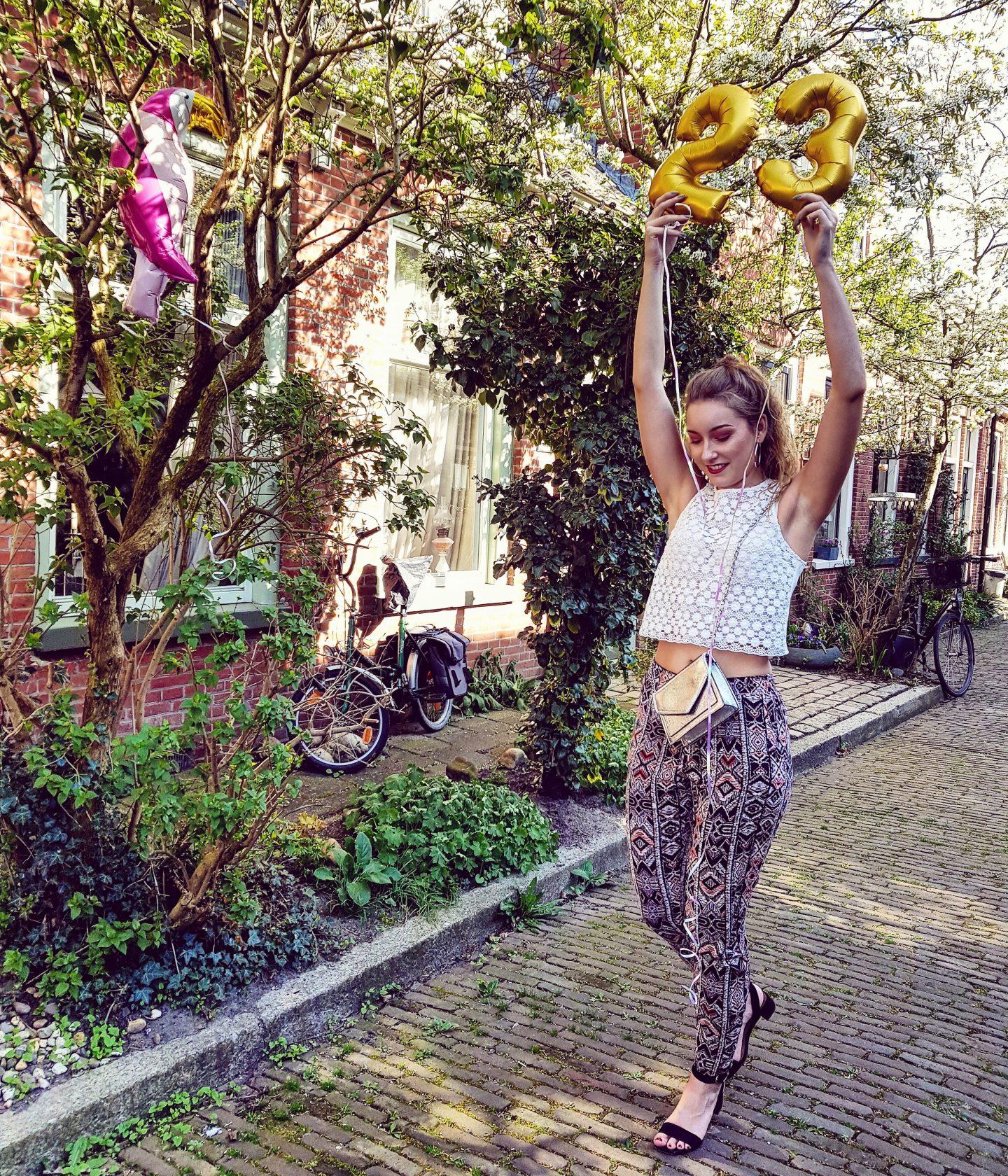 Ik ben vandaag jarig!!! + Fotoshoot met ballonnen